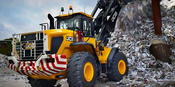 The 457 HT wheel loader has an operating weight of 44,428 lbs.