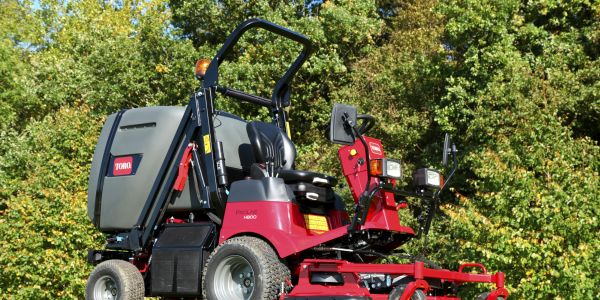 The Toro ProLine H800 mower features a 24.8-hp Yanmar diesel engine, a 10.8-gallon fuel tank,...