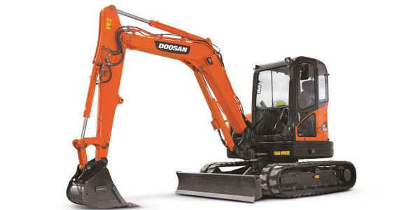 The mini excavator features a reduced tail swing profile — 4.9 inches of side overhang.