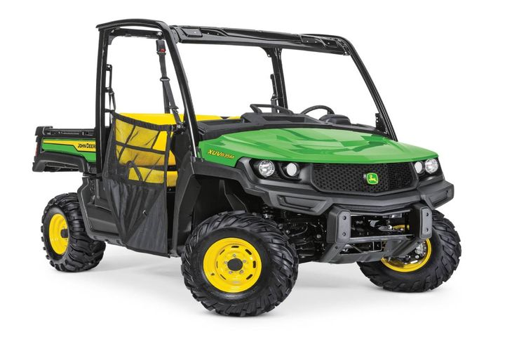 The product line updates include improved transmission controls, enhanced digital displays, easier gear shifting, and refined power steering - Photo: John Deere