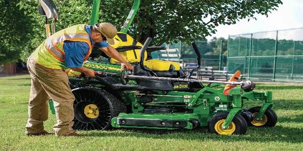 John Deere Fastback PRO Rear-Discharge Mower Deck