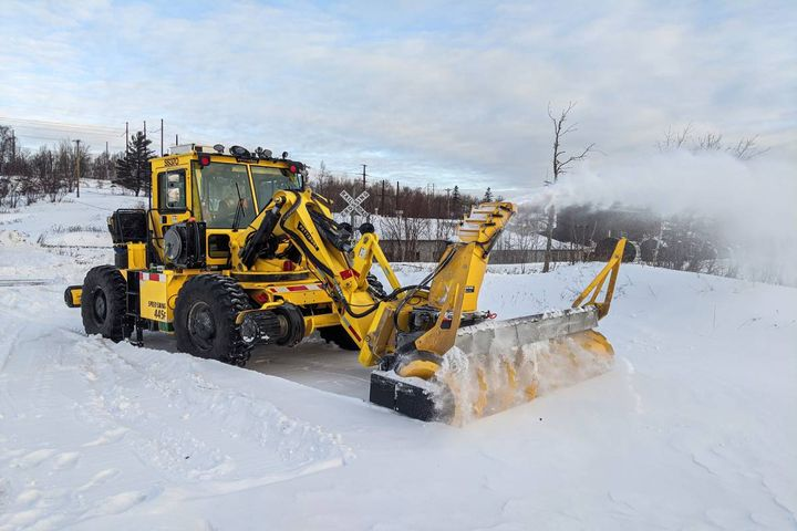 The optional feature allows the Speed Swing to run high-flow hydraulic attachments while driving the machine at a slower independent travel speed on or off the rails. - Photo: Pettibone