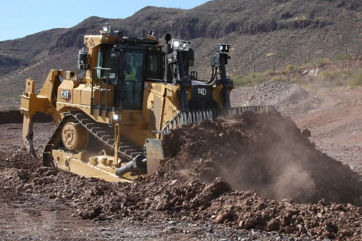 The versatile D9 can be equipped with any of a wide range of blades and attachments. - Photo: Caterpillar