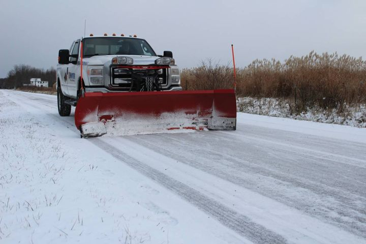 The all-in-one, hybrid cutting edge system solution provides superior curb and edge protection. - Photo: Winter Equipment