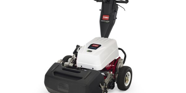 The Greensmaster e1021 mower allows operators to mow up to 35,000 square feet of turf on a...
