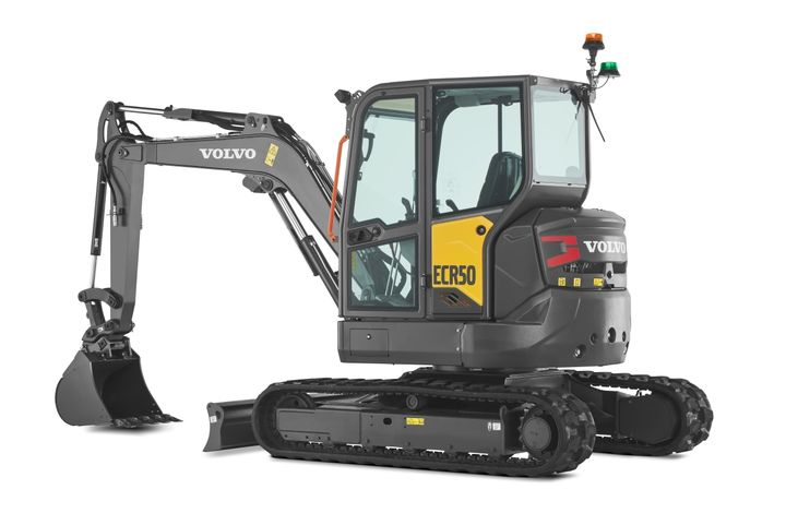 The VolvoECR50 zero-tail-swing excavator canwork in confined spaces while reducing the risk of damage. - Photo: Volvo CE