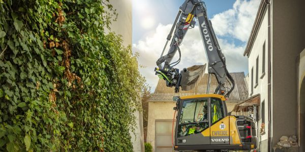 Volvo CE Expands Wheeled Excavator Lineup with EWR130E