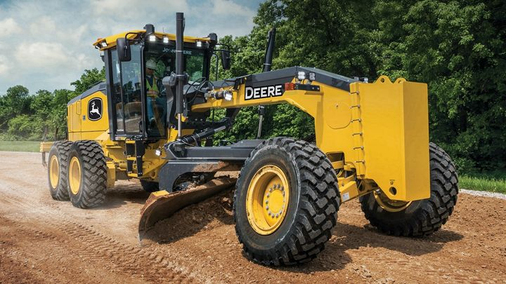 The industry-exclusive Auto-Pass feature on the John DeereGP-Series Motor Gradersprograms machine movements at the beginning and end of grading passes. - Photo: John Deere