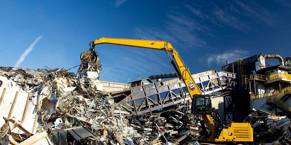 Thenew tracked material handlers use less fuel and featurelonger maintenance intervals,...