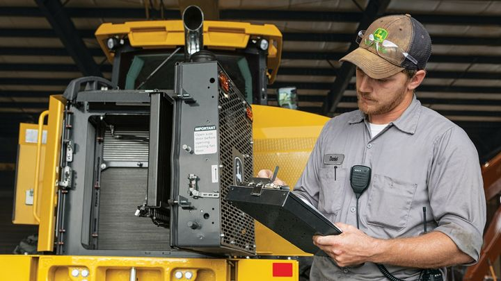 The John Deere Protect program will be available for select construction equipment at participating dealers in the United States and Canada starting in May. - Photo: John Deere