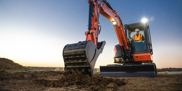 Kubota'sU48-5 offers11,057 lbs. of operating weight and40.4 gross hp.