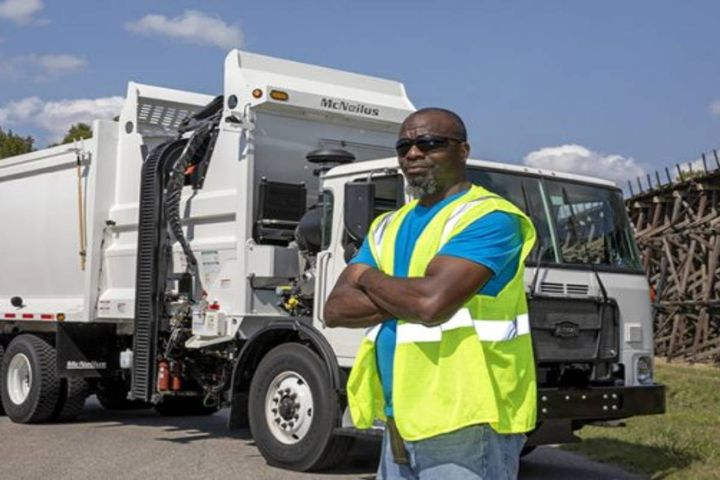 CartSeeker curbside automation brings artificial intelligence to waste collection, reducing costs by 8%. - Photo:McNeilus