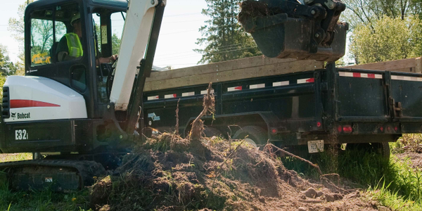 The Bobcat E32i is an conventional tail swing excavator with a 24.8 hp Tier 4 diesel engine....