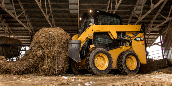 Cat radial-lift 226D SSL with bucket in working application. Photo courtesy of Caterpillar