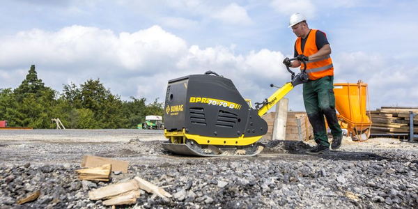 The Bomag BPR 70/70 D large reversible plate compacotr features a longer steering rod design.