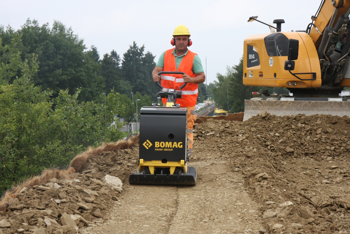 Bomag Launches Gas Engine Model of Reversible Plate Compactor