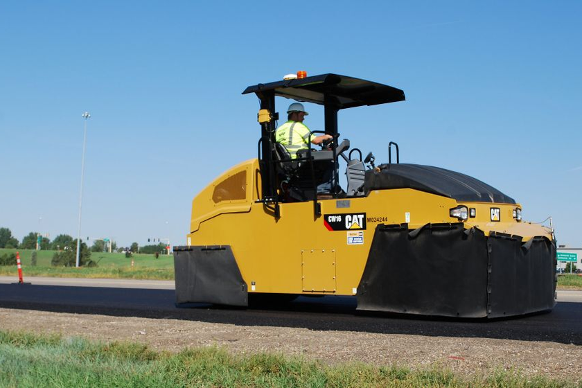 The Cat CW16 pneumatic (rubber-tire) roller is designed for use on granular materials and all...
