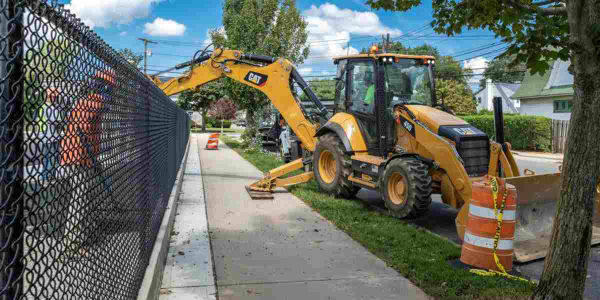 The Cat 450 backhoe loader delivers 128 net hp.