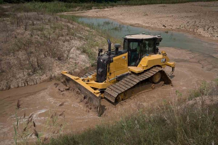 The D6 and D6 XE are designed for better, faster grading with a redesigned wider VPAT blade, improved balance, a range of gradetechnology features, and a new optional finish grading undercarriage.  - Photo courtesy of Caterpillar