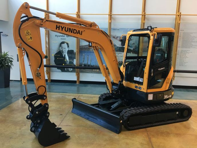 The Hyundai R35Z-9A  is optimal for use in confined work spaces.