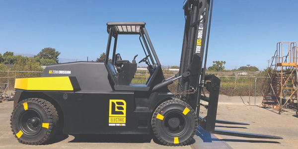 Wiggins Yard eBull Forklift Features Fast Charging Technology