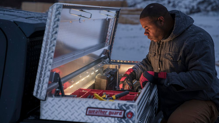 The toolbox automatically lights up when the lid is lifted.