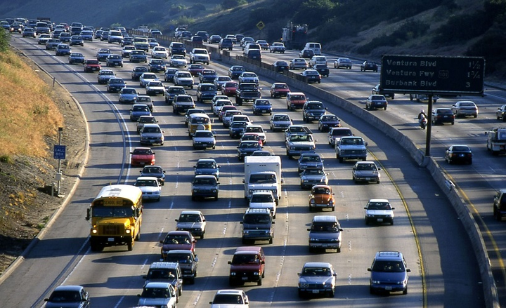 The report states transitioning to sustainable diesels in California will represent a 71% decrease in greenhouse gas emissions. - Photo courtesy of prvideotv via Pixabay.