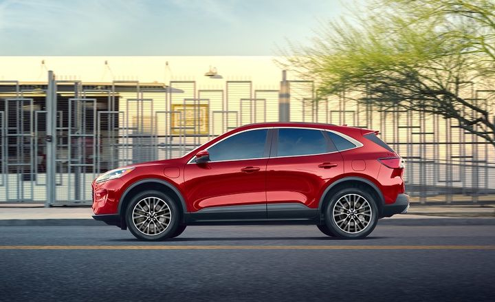 The latest Escape features Ford's fourth-generation hybrid propulsion system, which includes an all-new 2.5-liter Atkinson cycle hybrid engine and electronic continuously variable transmission. - Photo: Ford