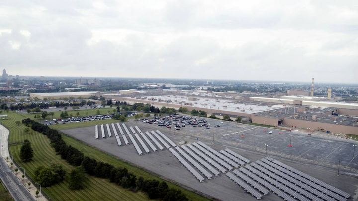 This 516-kilowatt ground-mount photovoltaic solar array at GM's factoryin Hamtramck, Mich. is an example of technologies the company will use to reach its goal five years early. - Photo: GM