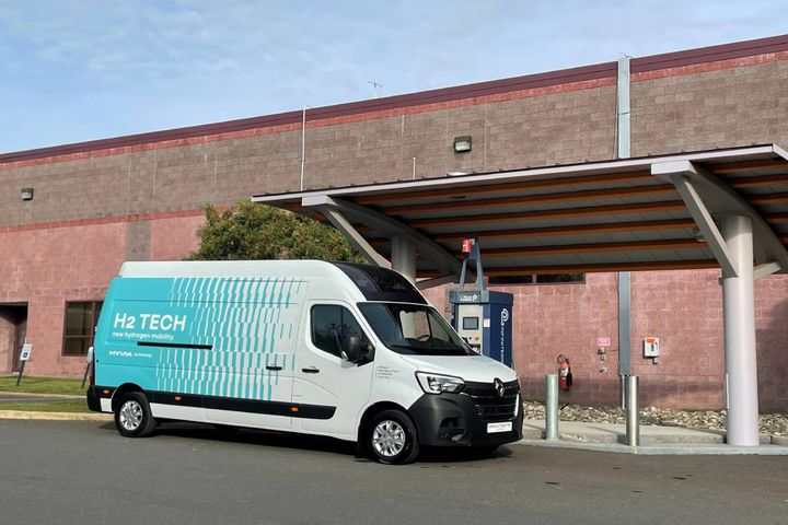 The zero emission Renault Master Van is equipped with a 30kW fuel cell engine, based on Plug Power's ProGen technology platform. - Photo: Plug Power