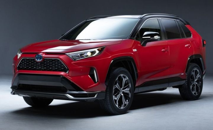 The plug-in hybrid version of this compact crossover SUV will officially debut at the Los Angeles Auto Show.