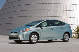 Toyota Cuts Prices on 2014 Prius Models