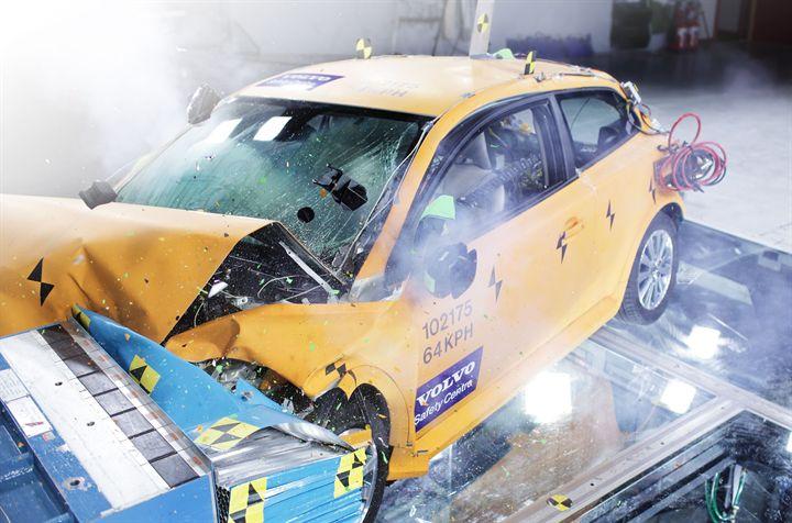 Volvo C30 Electric Undergoes Successful Crash Test