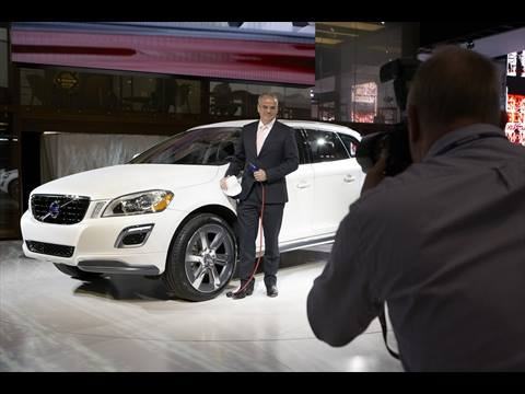 Stefan Jacoby introduces Volvo XC60 Plug-in Hybrid Concept in Detroit.