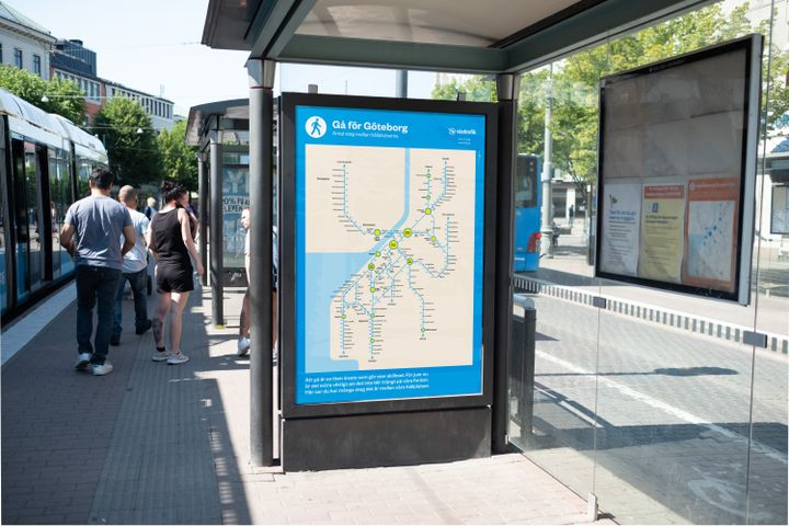 The map, with the number of steps between stops added, is a simple reminder that distances are quite short in the city center of Gothenburg. - Västtrafik