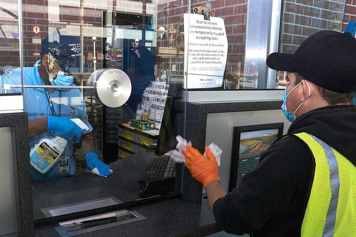 Amtrakis focusing on making the travel experience touch free with contactless boarding, scanning tickets directly from the mobile app, and the installation of new kiosks. - Photo: Amtrak