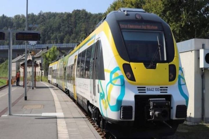 The projectcovers the development, approval, and operation of the battery-powered passenger trains. - Photo: Alstom