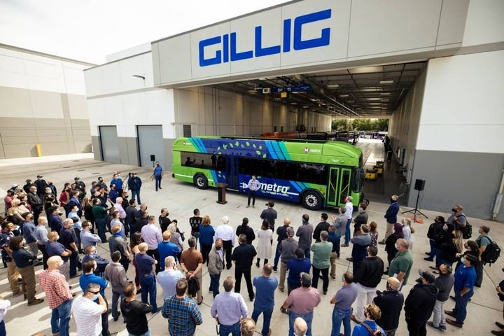 GILLIG is a manufacturer of heavy-duty transit buses in the U.S.andoffers a portfolio of clean-energy propulsions. - Photo: Breslow Imaging