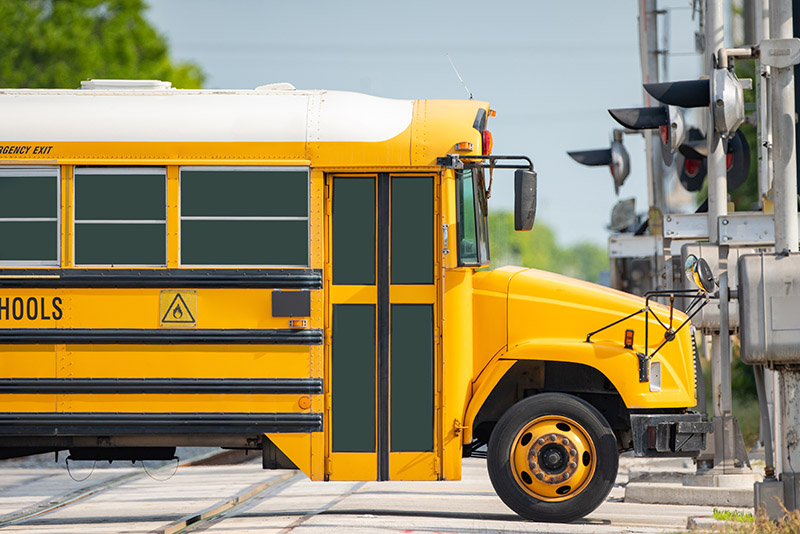 Cross with Confidence: Railroad Safety Tips for School Buses