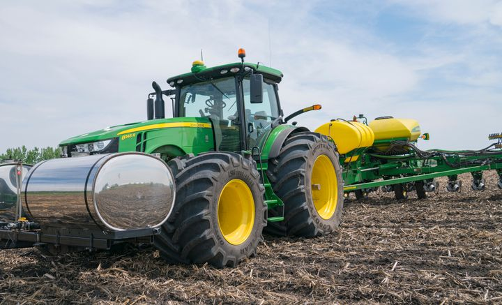 The three largest John Deere 8R-Series MFWD tractors for model year 2021 are available with Goodyear Super Single Low Sidewall® (LSW) Technology tires. - Titan