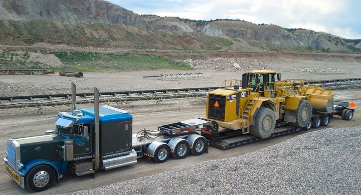 There are five key components calculated in a trailer's capacity rating — size and weight of construction materials, the overall weight the trailer can carry, the area of deck that weight can safely be carried in, optimal travel speed and the safety factor.