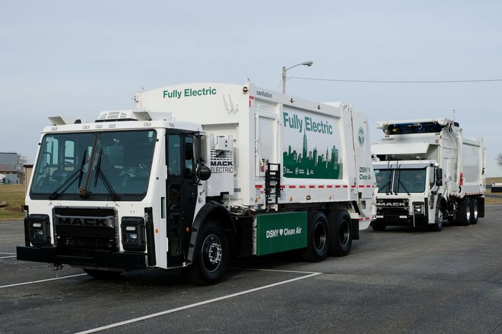 Mack's LR Electric, trailed by its diesel cousin. - Photo: Jim Park