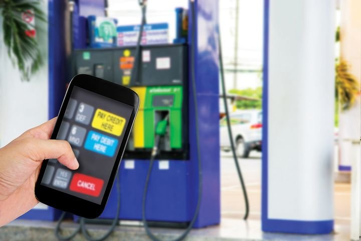 Contactless options have become increasingly important at the fuel pump, not just to make transactions quicker, but also to helpminimize the spread of COVID-19. - Photo: Gettyimages.com/BlindTurtle