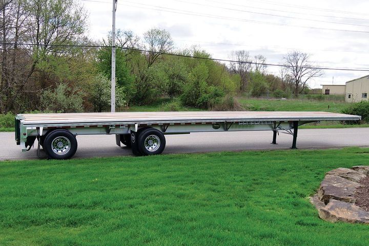 Mac Trailer's all-aluminum, low-profile MLP 8 Mas Flatbed is a lightweight narrow-neck trailer designed for maximum inside height. A fundamental goal for this newly designed trailer was to reduce weight and allow for a maximized payload, increasing fuel economy and reducing costs. - Photo: Mac Trailer