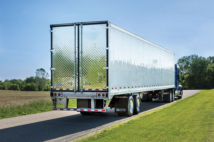 Stoughton's PureBlue refrigerated trailer is the first reefer entry for the manufacturer since 1999. An aluminum scuff and integral composite scuff liner help prevent damage while loading and unloading the trailer. The sidewall and scuff have no rivets that loads can snag and tear out. The platen-foamed sides and roof ensure that the trailer is fully insulated in 360 degrees with no voids or uneven areas to further increase its thermal efficiency. - Photo: Stoughton