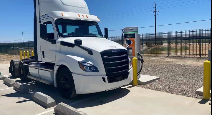 "With electric trucks, ""it's not only about the vehicle anymore,"" stressed Alex Voets, Daimler's sales and marketing manager – eMobility. ""Which ones are the right routes? Which ones are the right depots? Which ones are the right loads?"" - Photo: Daimler Trucks North America"