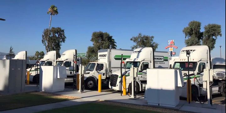 Penske opted for angle-in parking at its southern California electric charging facility. - Photo: Screenshot of Penske Presentation during ACT Virtual