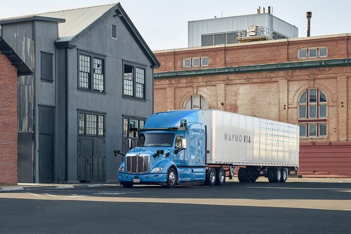 Waymo is taking lessons from its light-duty autononous vehicle project and using them to create a viable driverless Class 8 truck that is already working in the real world. - Photo: Waymo