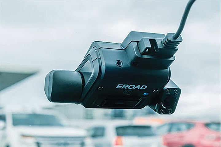 ERoad'sClarity Dashcam provides front-facing or dual front/driver-facing high-definition video. - Photo: ERoad
