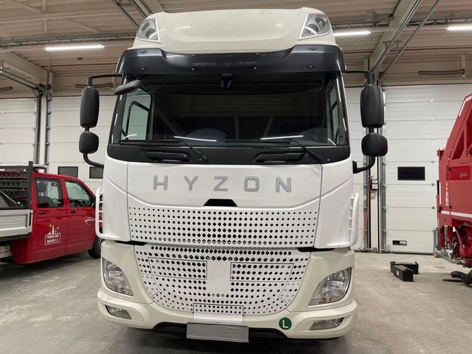 While current Hyzon-branded fuel-cell trucks are Euro-style cabovers, the company is developing a conventional style for the U.S. market. - Photo: Hyzon